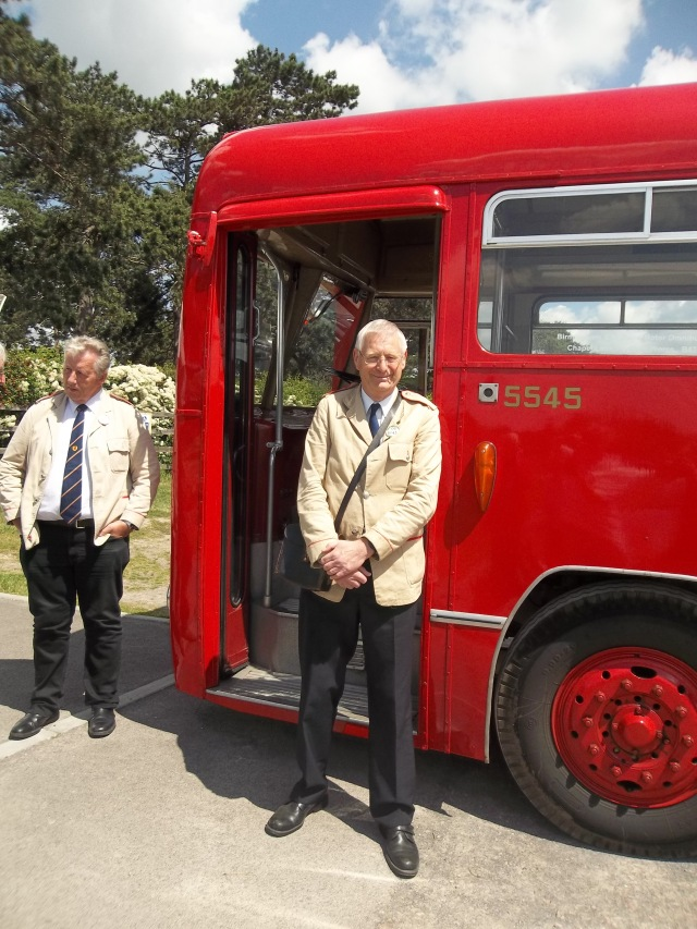 Mike (Driver) & Malcolm (Conductor) with 5545 (BMMO S16) Bus at Cheltenham Racecourse Station