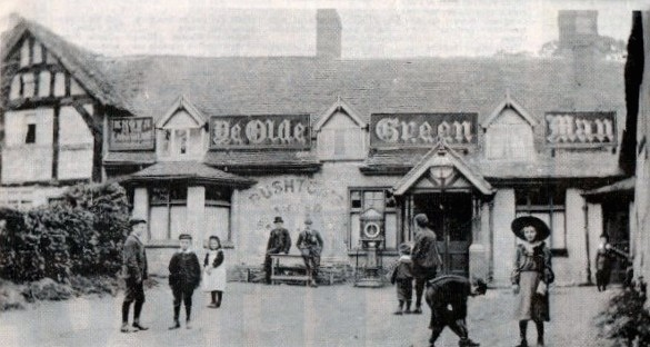 Ye Olde Green Man in Erdington. I'm guessing this photo was taken around 1900.